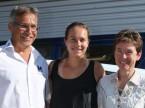 Stefanie Vögeli (Mitte) mit Christian und Regula Müller.